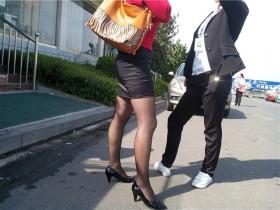 手机作品——近拍翘臀短裙黑丝少妇