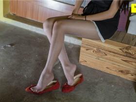 [IESS异思趣向] 婉萍 - 穿平底鞋画画的婉萍