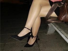 手机作品——中秋夜拍女友丝腿
