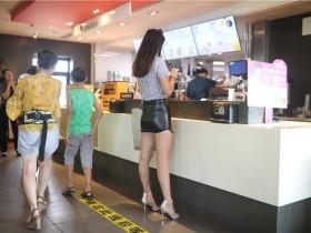 超短皮裙气质美丽美足高跟美女